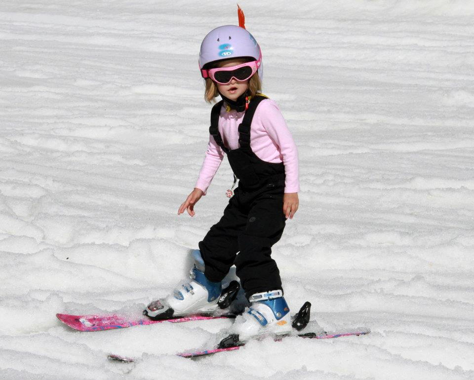 child-learn-to-ski