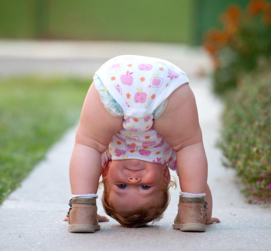 toddler-baby-standing-on-head-looking-upside-down-between-legs
