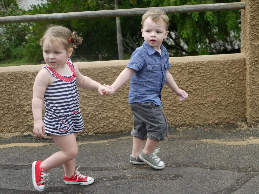 awesome-baby-boy-and-girl-in-walking